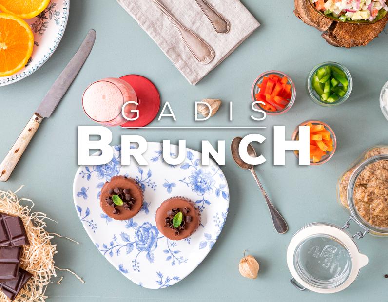 Â¡Hora del brunch! Tzatziki, humus de lentejas y pink lemonade mimosa